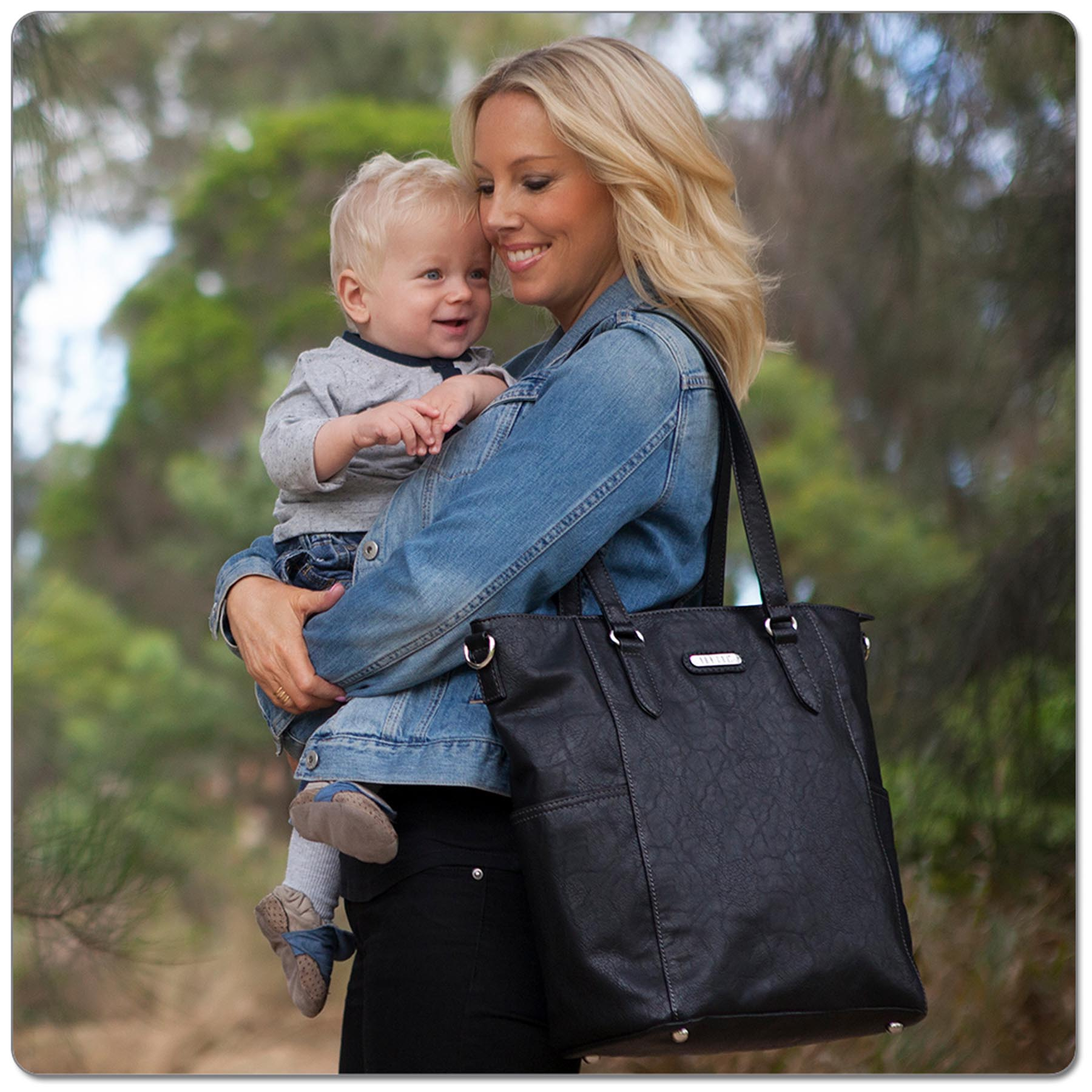 VANCHI CAPRI TOTE BLACK www.motherbynature.com.au tote black baby bag nappy bag tote bag diaper bag vanchi